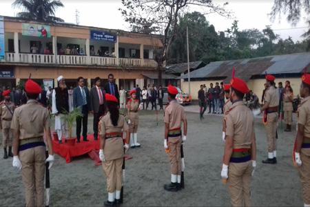 অধ্যক্ষের যোগদান-বিদায়ে কলেজ বিএনসিসি'র গার্ড অব অনার