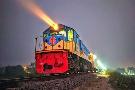 https://thenewse.com/wp-content/uploads/Dhaka-Jalpaiguri-passenger-train.jpg