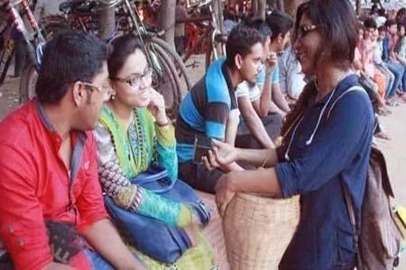 বাদাম বিক্রেতা তাহমিনা