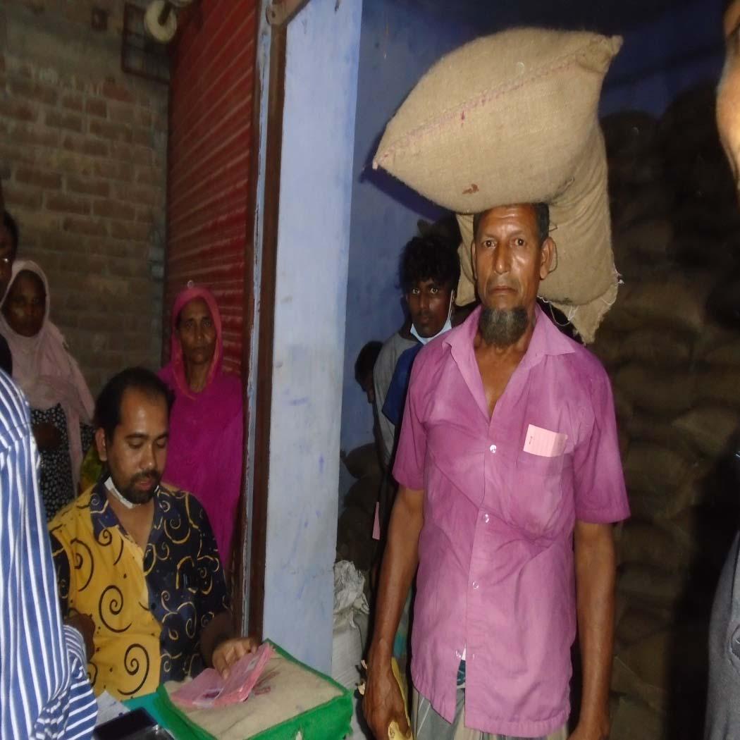 কামারখালী ইউনিয়নে ১০ টাকা দরে চাউল বিতরন