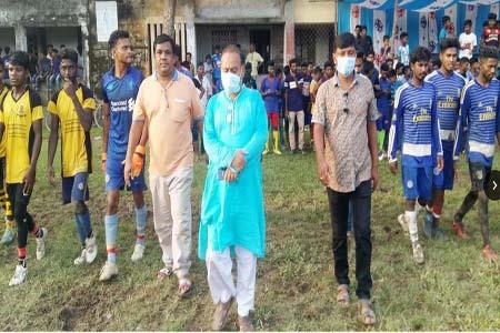 ধামইরহাটে ফুটবল প্রতিযোগিতা
