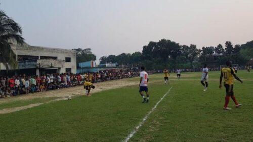 কালীগঞ্জ পৌর ফুটবল টুর্ণামেন্ট পোড়াদাকে ২-০ গোলে পরাজিত করে ফাইনালে কালীগঞ্জ