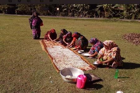 পাইকগাছায় কুমড়া বড়ি তৈরীতে ব্যস্ত সময় পার করছে নারীরা