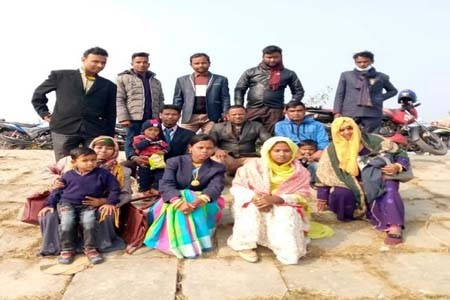A joyous trip for the family of the journalists in Taraganj